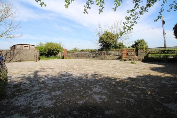 The Mullinakill property has a good holding yard with cattle-handling facilities