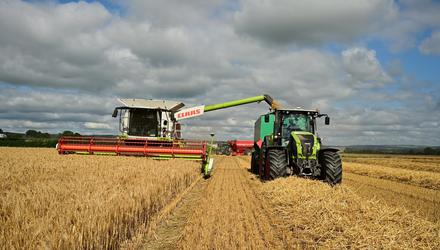 James O Reilly harvesting Winter Barley in Rathbeag, Co Kilkenny. The yield was 4.4t/acre. Photo Roger Jones.