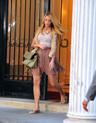 Spotted filming for Gossip Girl, her casual cool style is so very chic.