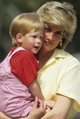 Diana, Princess of Wales with Prince Harry on holiday in Majorca, Spain on August 10, 1987.  (Photo by Georges DeKeerle/Getty Images)