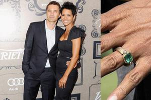Halles fianc Olivier Martinez clearly put a lot of thought into this ring, which is a one-of-a-kind emerald engagement ring by Paris jeweler Roberto Mazio. The yellow-gold setting with codes and symbols that only Halle can see.