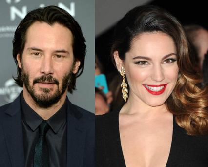 Actor Keanu Reeves is reportedly pursuing British glamour model Kelly Brook