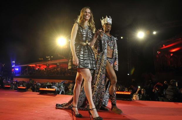 Actress Hilary Swank (L) arrives at the Life Ball in front of the city hall in Vienna on May 25, 2013. The Life Ball is a charity gala to raise money for people living with HIV and AIDS.