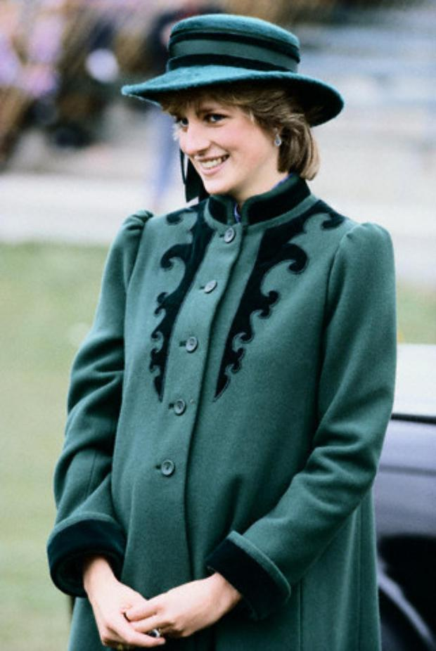 29 Mar 1982, Leeds, England, UK --- Princess Diana, pregnant with Prince William, wears a hat by John Boyd and a coat by Bellville Sassoon. Image by Tim Graham/CORBIS