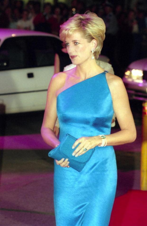 Princess Diana, the Princess of Wales, arrives at the Victor Chang Cardiac Research Institute Dinner at the Sydney Entertainment Centre on October 31, 1996 in Sydney, Australia. (Photo by Peter Carrette Archive/Getty Images)