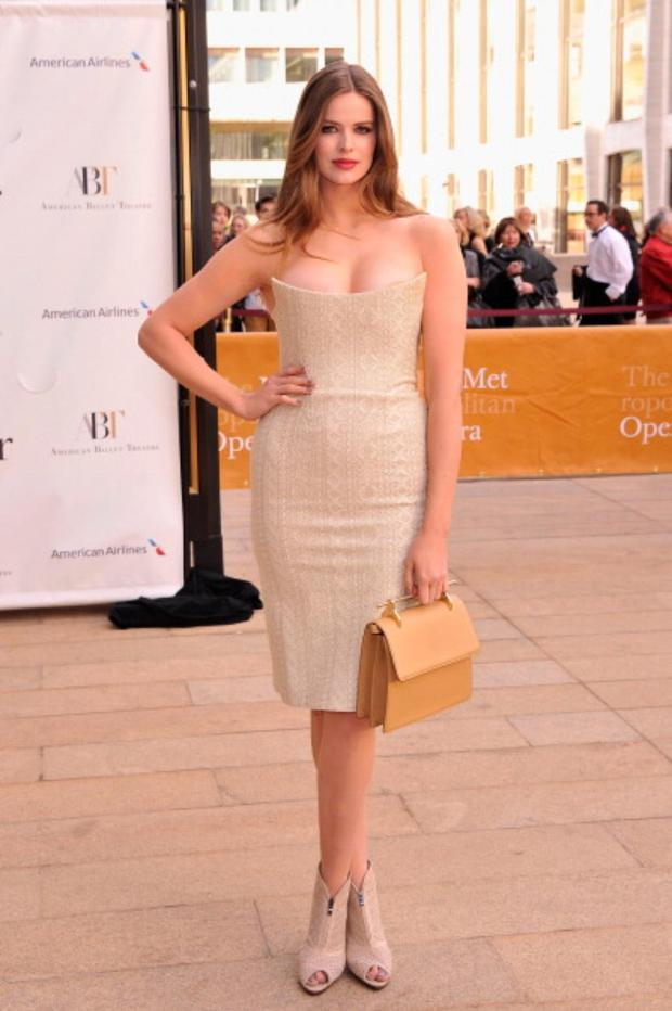 Robyn Lawley stunned in Ralph Lauren in this fitted nude number
