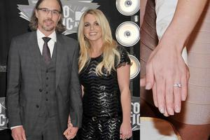 The singers agent boyfriend proposed with a traditional three-carat ring by Neil Lane. But will the wedding actually happen? There are rumours doing the rounds that its all off between the couple, who have been dating since 2009.