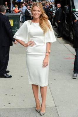 Her Jenny Packham white dress is to die for during a TV appearance in 2012