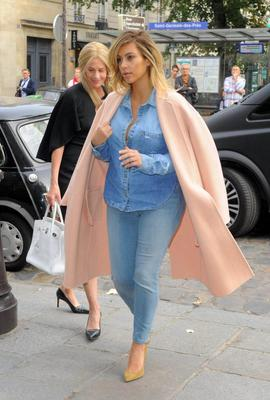 Mandatory Credit: Photo by REX/Beretta/Sims (3091981a) Kim Kardashian Kim Kardashian out and about, Paris, France - 01 Oct 2013 Out for lunch