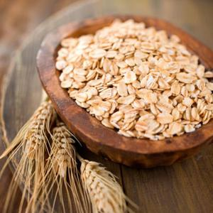 Oats are an excellentchoice for breakfast and a favourite of Hollywood actress Jennifer Aniston. Oatshave a low glycaemic index so they supply long-lasting energy. They also contain plenty of heart-healthy fibre. Enjoy with water or low-fat milk and add some nuts and berries for a fantastic start to the day.