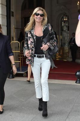 PARIS, FRANCE - OCTOBER 04:  Supermodel Kate Moss is sighted at the 'RITZ' hotel on October 4, 2011 in Paris, France.  (Photo by Marc Piasecki/FilmMagic)