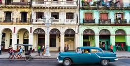 Stunning but also crumbling: old cars and dilapidated buildings in the Cuban capital, Havana