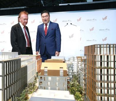 Sean Mulryan, chairman of Ballymore, and Ching Chiat Kwong, Oxley Holdings, at the launch of Dublin Landings yesterday
