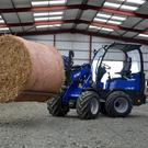 Weighing 1,790kgs unlade, the loader has enough ballast to handle round bales of fodder with ease