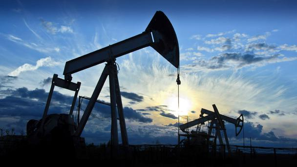 Crude oil futures plunge to to Rs. 3165 per barrel