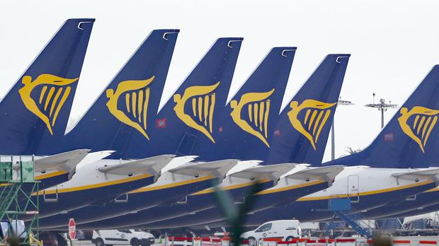 Ryanair is to take on 2,000 more pilots