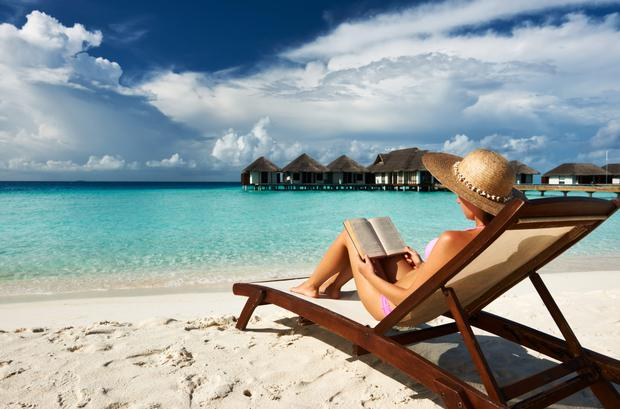 Reading on holidays is a wonderful experience.