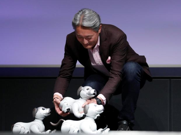 """Sony Corp's president and chief executive officer Kazuo Hirai holds entertainment robot """"aibo"""" at a Tokyo press conference. Photo: Reuters"""