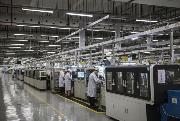 The production line produces a finished €900 phone every 28 seconds