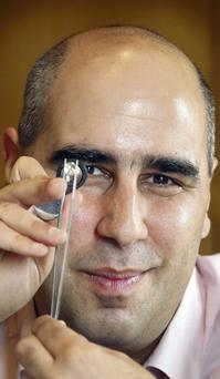 Diamond valuer Vashi Dominguez pictured with a four-carat diamond at the Clarence Hotel in Dublin.