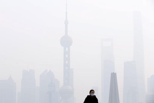 Heavy smog shrouds Shanghai's skyline last week. Photo: Reuters