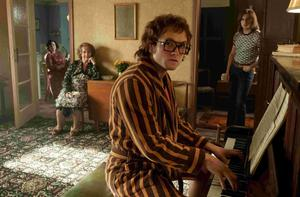 Jamie Bell, Bryce Dallas Howard, Gemma Jones, and Taron Egerton in Rocketman. Egerton gave Elton John a birthday present of the glasses used in this scene in the movie (when Elton John composes the music to 'Your Song')