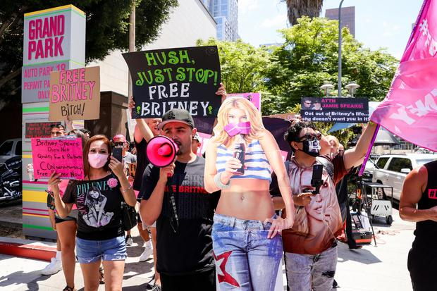 #FreeBritney activists protest at LA's Grand Park during a conservatorship hearing for Britney Spears in June 2021. Photo: Rich Fury/Getty Images)