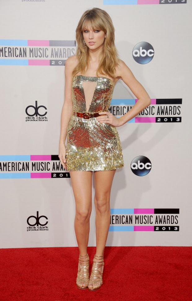 Taylor Swift arrives at the 2013 American Music Awards