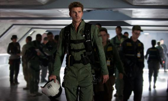 This means war: Liam Hemsworth takes on the aliens in 'Independence Day: Resurgence'.