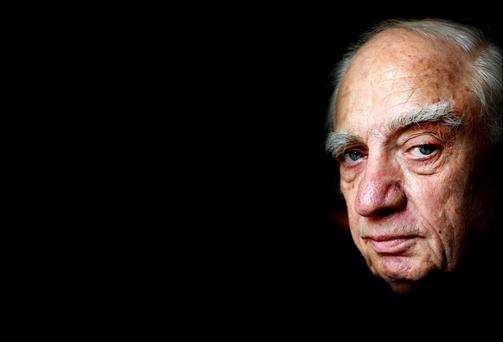 Peter Sutherland, former WTO director general and BP chair, dies at 71
