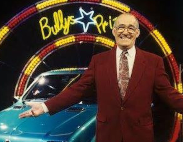 Super, Smashin': Presenter Jim Bowen with one of Bully's Star Prizes on 'Bullseye' in 1993. Photo: ITV/Rex