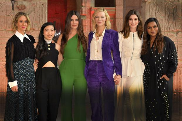 The Ocean's 8 cast Sarah Paulson, Awkwafina, Sandra Bullock, Cate Blanchett, Anne Hathaway, and Mindy Kaling