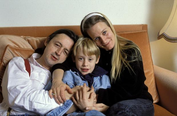 Macaulay Culkin with his mother, Patricia and his father Kit in 1990