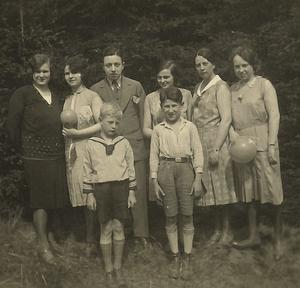 Eddie (front right) with extended family in 1932