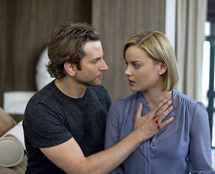 BRADLEY COOPER as Eddie Morra and ABBIE CORNISH as Lindy in Limitless which was based on the novel The Dark Fields by Alan Glynn.