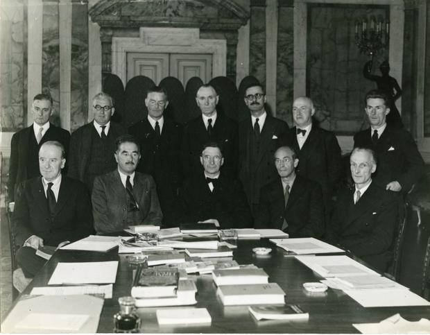 Éamon de Valera with members of the Irish diplomatic service, 1930s. Back row, extreme left: John J. Hearne, High Commissioner to Canada (1939-49). G.P. Beegan, photographer, reproduced by kind permission of UCD-OFM Partnership.
