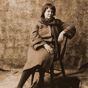 Iris Murdoch photographed by Lord Snowdon in 1980. Photo courtesy the National Portrait Galley, London