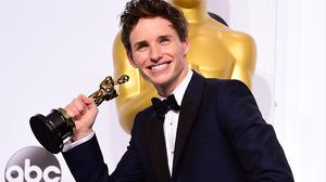 Eddie Redmayne with with his best actor Oscar for The Theory Of Everything