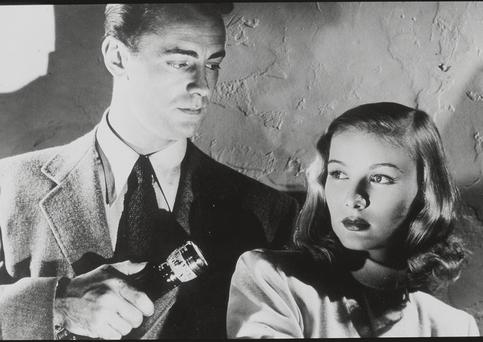 Alan Ladd and Veronica Lake in 'The Blue Dahlia