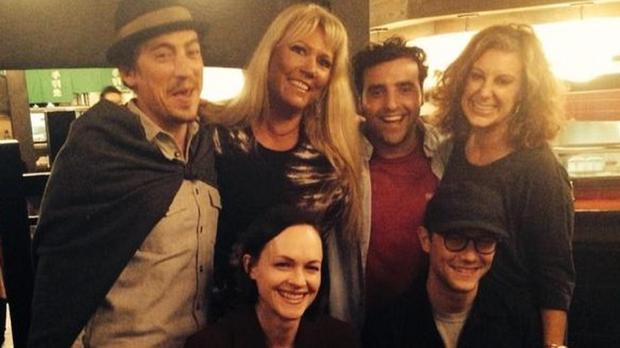 The cast of 10 Things I Hate About Your reunite (Karen McCullah/Twitter)