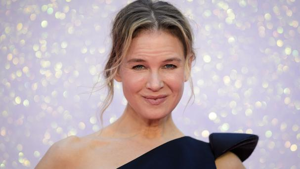 Renee Zellweger signed hundreds of autographs for fans outside the Odeon Leicester Square
