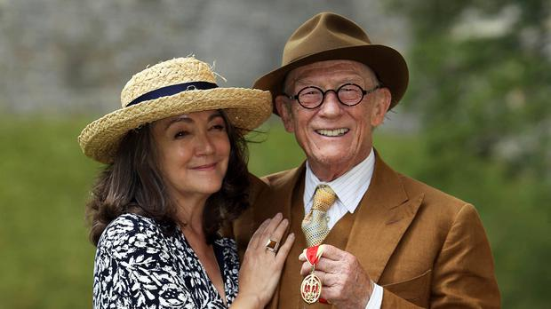 Sir John Hurt, who has died from cancer aged 77, with his wife Anwen