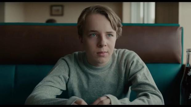 Joe's (Ed Oxenbould) covert efforts to hold his family together seem doomed