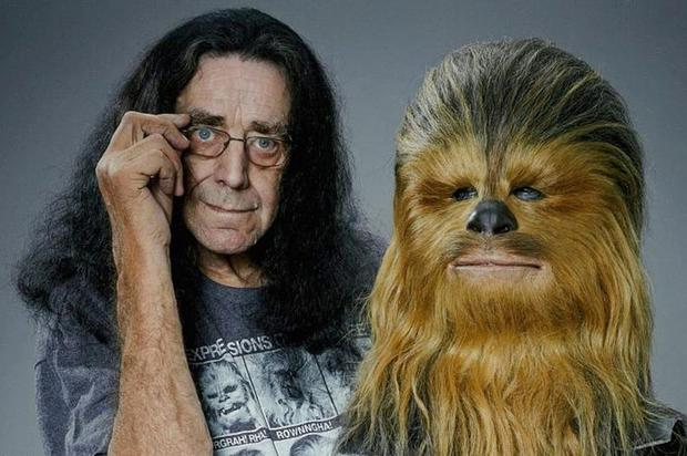 Peter Mayhew, with his Chewbacca head