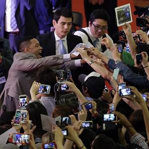 Will Smith is greeted by his South Korean fans