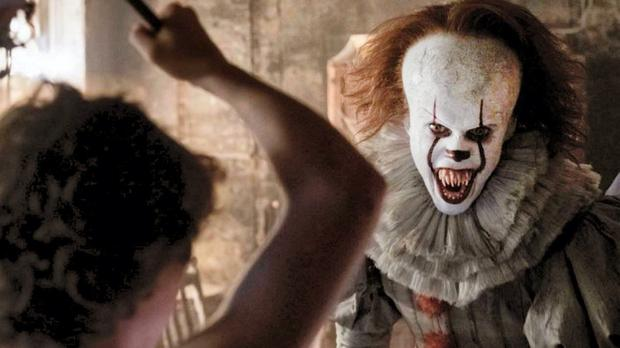 The evil clown Pennywise returns to torment the grown-up members of the Losers' Club