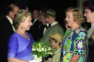 The Queen with Dame Vera in 1992 (PA)