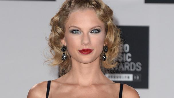 Taylor Swift has made a surprise appearance at a fan's bridal shower