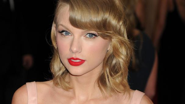 Taylor Swift has not been on dates with Zach Braff