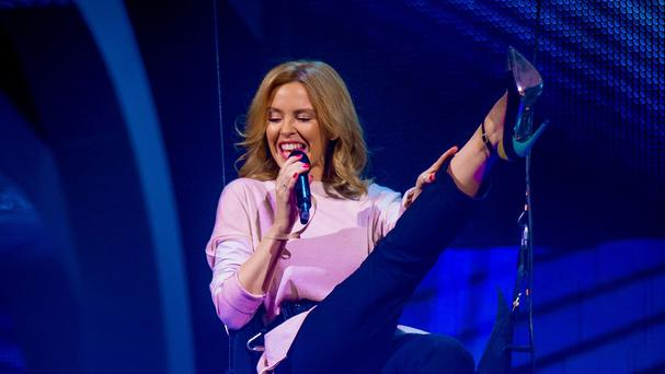 Kylie Minogue has said she doesn't twerk she 'shimmies'
